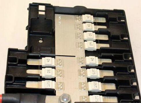 https://www autogenius info/bmw-x5-f15-2014-2019-fuse-box-diagram/
