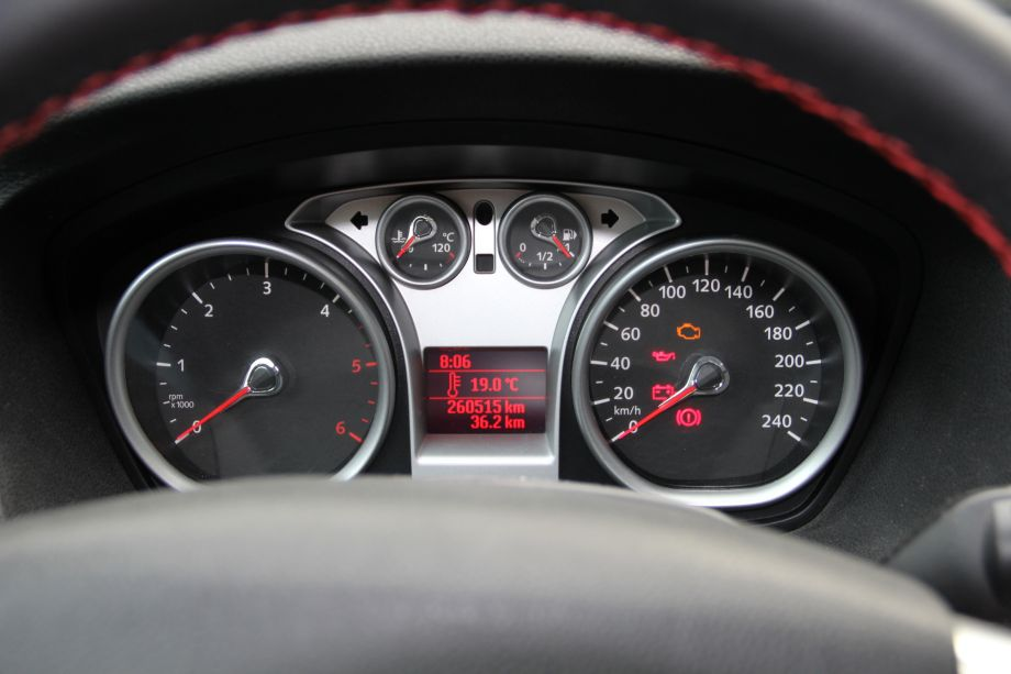 Ford Focus Mk Gauges After Reset And Outsied Temperature Sensor Installation